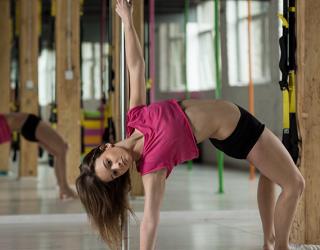 Pole dance: perché fa bene e perché praticarla