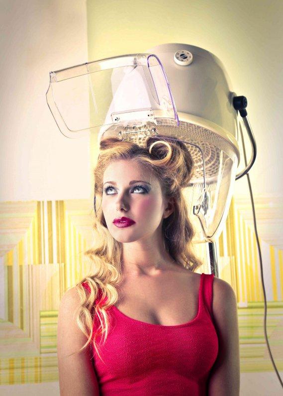 Come fare i capelli mossi senza piastra donnad for Piastra per capelli mossi