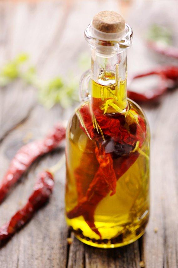 Preparare l 39 olio piccante fai da te donnad - Olio da bagno fai da te ...