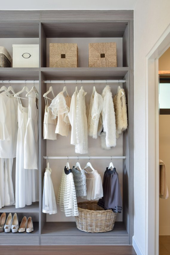 Come Organizzare Un Armadio 4 Stagioni.Cambio Armadio Organizzare E Mettere In Ordine I Vestiti Donnad