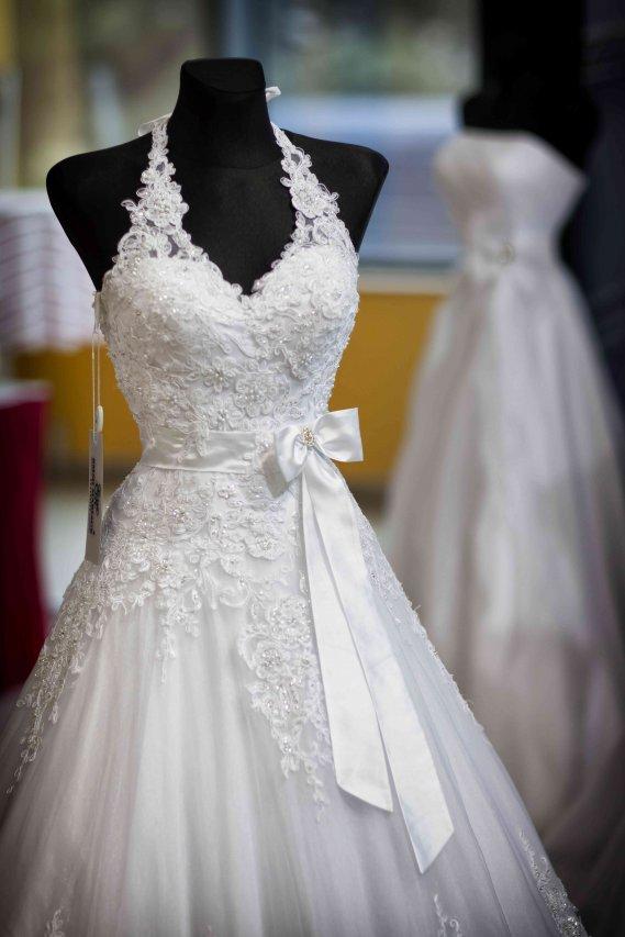 hot sale online 7ced4 64a5a Sognare l'abito da sposa: cosa vuol dire?   DonnaD