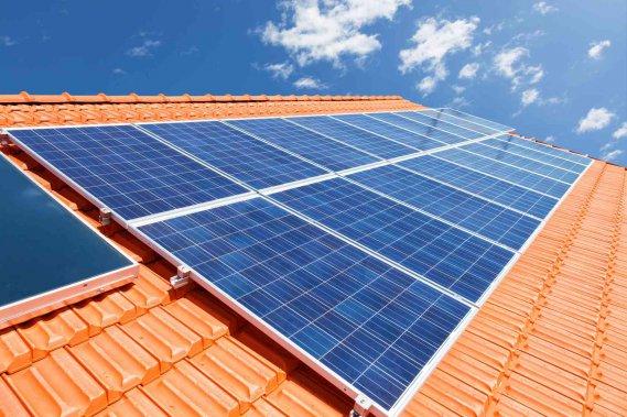Pannello Solare Per Uso Domestico : Come pulire i pannelli fotovoltaici e solari donnad