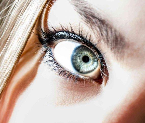 Come cambiare il colore degli occhi tutti i metodi donnad - Colore degli occhi diversi ...
