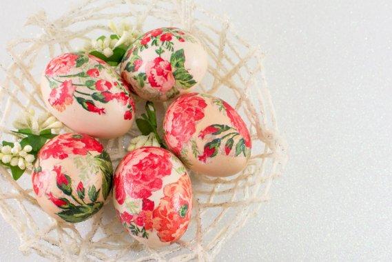 Come decorare le uova di pasqua con il decoupage facile - Decorare uova di pasqua ...
