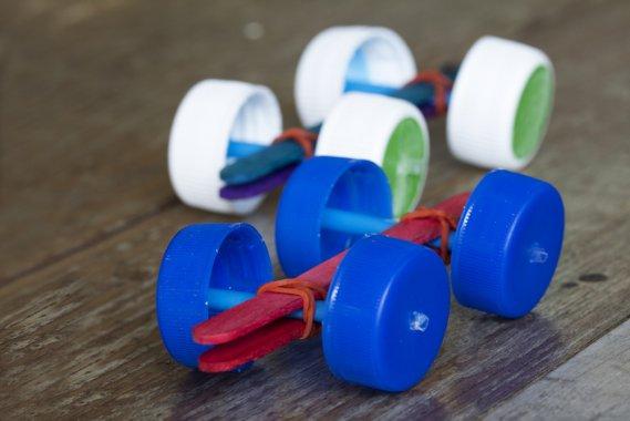 Lavoretti con i tappi di plastica idee creative donnad - Casa plastica per bambini ...