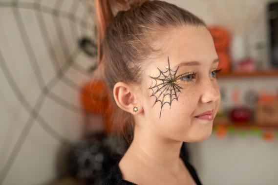 Trucco semplice di Halloween: il make-up con la ragnatela ...