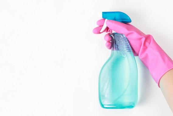 Come Rimuovere i Segni di Pennarello Indelebile dalla Plastica