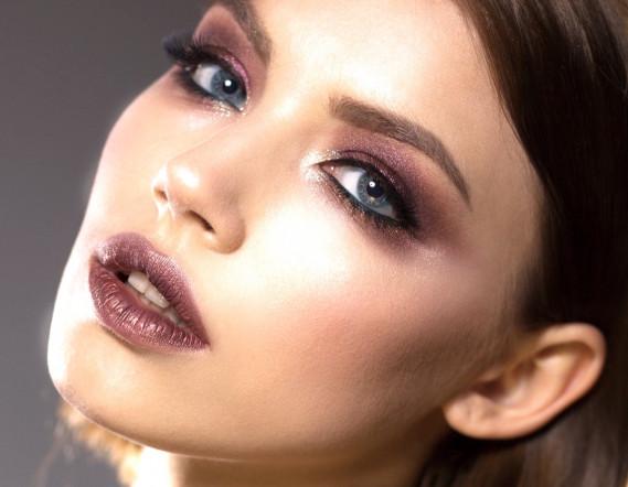 Favoloso Trucco per occhi chiari e capelli scuri: come realizzarlo | DonnaD XJ09