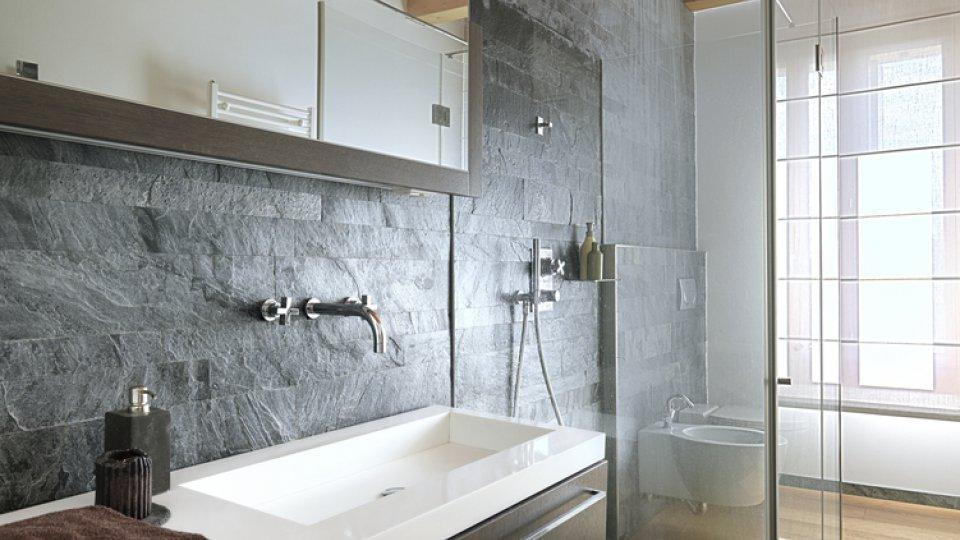 Ristrutturare i servizi igienici e ricavare un secondo for Servizi bagno