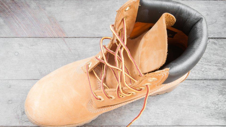 scarpe scamosciate pioggia
