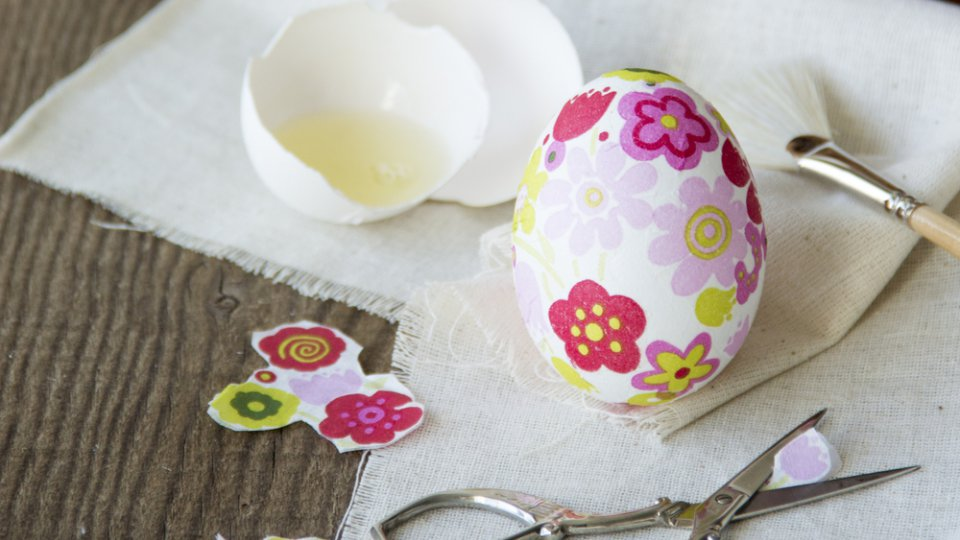 Come decorare le uova di pasqua con il decoupage facile donnad - Decorare le uova per pasqua ...