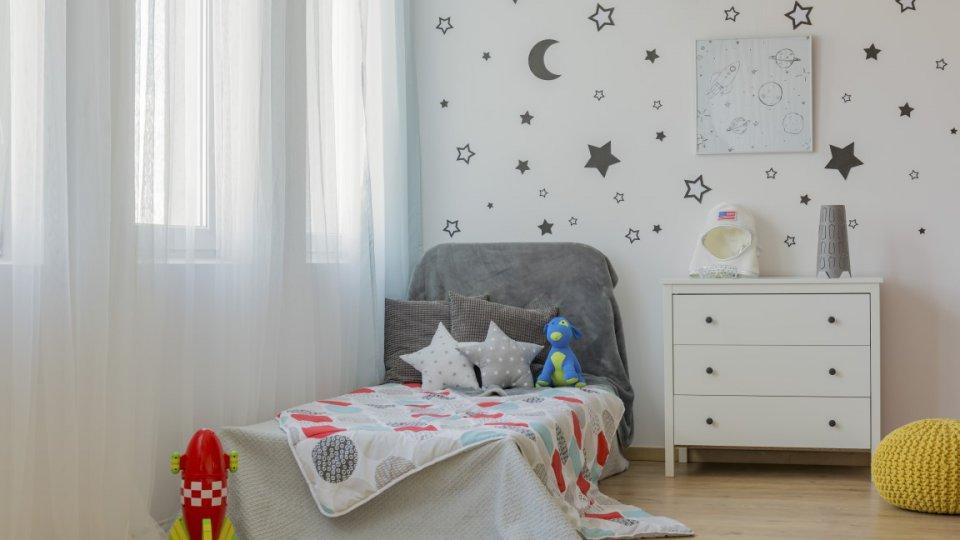 Come decorare in maniera low cost la cameretta dei bambini for Decora la stanza di violetta
