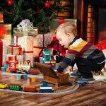 bambino-regali-natale-pacchetti-albero-giocattoli