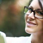 donna occhiali trucco make up miopia astigmatismo sopracciglia contorno ombretto