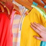 capi colorati lavatrice lavaggio acqua fredda calda detersivo detergente capi bianchi colorati fibre sintetiche naturali