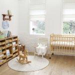 cameretta bambini bebè neonato arredare interno casa giochi colori tenui benessere calma rilassamento