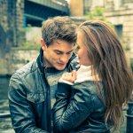 coppia appuntamento abbraccio amore