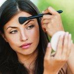 Guida per scegliere il fondotinta perfetto per la tua pelle