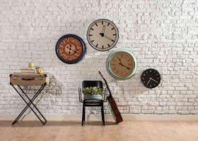 Decorare una parete fai da te: disegni, stencil e adesivi