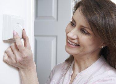 riscaldamento consumo energia risparmiare non sprecare consigli termosifone termo casa