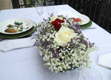 tavola elegante centro tavola fiori galateo tovaglia lino regole