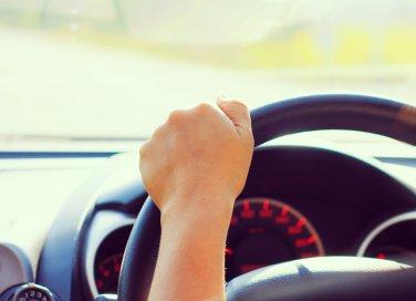 donna in auto