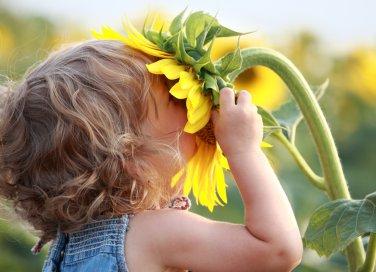 bimbi bambini piccoli cura attenzioni consigli sostenibili ecologicamente