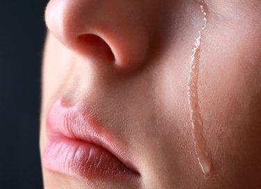 piangere, frignare, piagnucolare, lacrime, dolersi, affranto