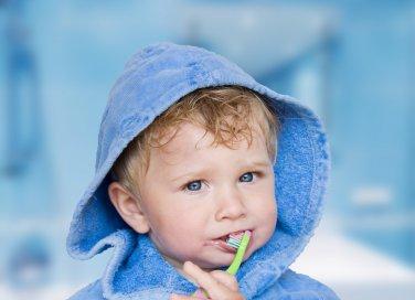 bambino e spazzolino