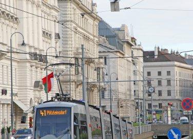 VIenna musei Austria viaggi tram Burgtheater