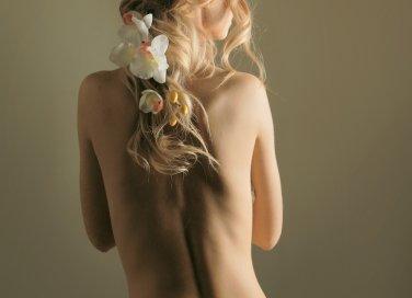 donna schiena piacere amore zona erogena
