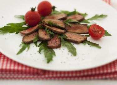 carne straccetti vitello pesto pomodorini rucola