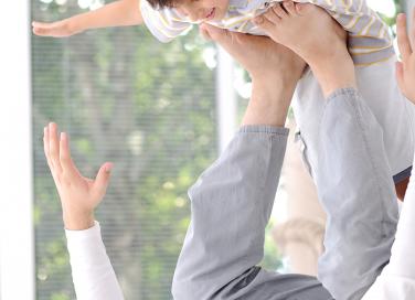 Papà gioca con il bambino