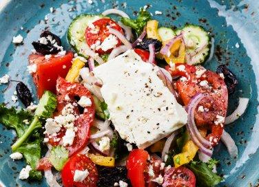 insalata greca pomodori cipolle feta olive origano