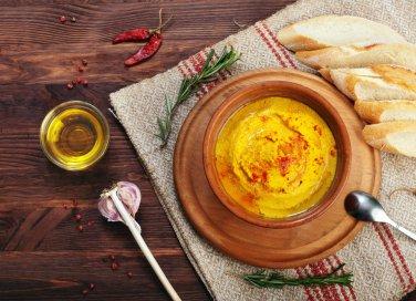 Puré alla curcuma e olive di Gaeta