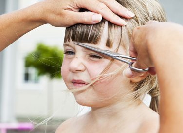 Tagliare i capelli ai bambini