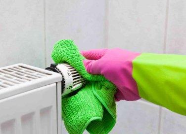 come pulire i termosifoni in ghisa e alluminio