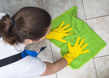 Come scrostare il wc e il piatto doccia prodotti e consigli donnad - Come pulire il pavimento del bagno ...