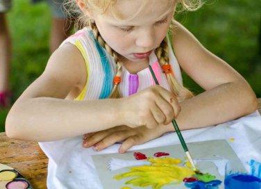 Come decorare una maglietta con colori strass e perline