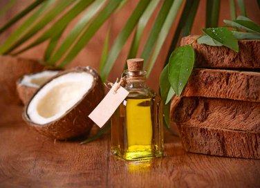 Olio di cocco per capelli proprietà e usi