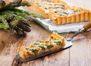 Torta salata di asparagi, la ricetta con ricotta o formaggio fresco