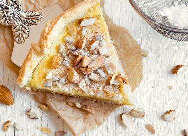 Torta frangipane, la ricetta del delizioso dolce con crema di mandorla