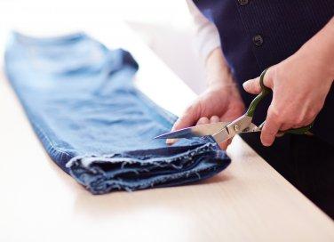 come accorciare pantaloni, accorciare pantaloni senza cucire