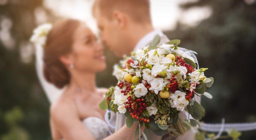 Frasi per il matrimonio da dedicare agli sposi, i versi più emozionanti per i discorsi di auguri