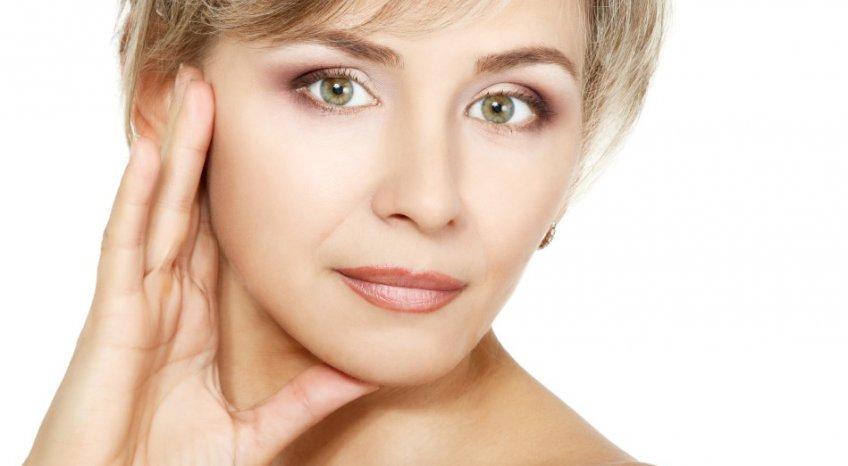 Make-up da ufficio, come truccarsi dopo i 40 anni per essere naturale e radiosa