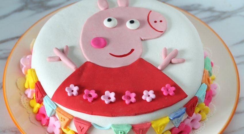 Torta con Peppa Pig in pasta di zucchero, la versione facile per principianti