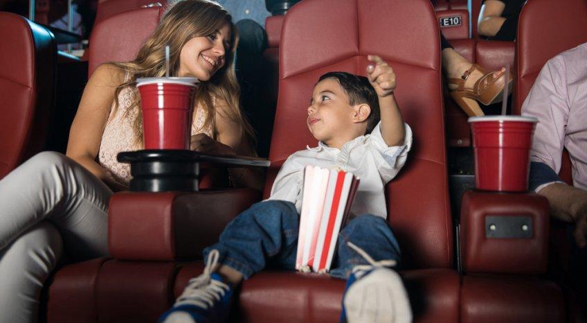 Bambini al cinema: i consigli e l'età giusta per vedere un film sul grande schermo