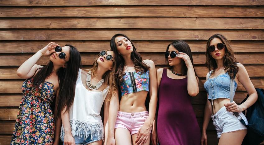 Come vestirsi per una festa in spiaggia: 5 idee per essere perfette