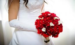 bouquet sposa con rose rosse, bouquet sposa con rose, bouquet matrimonio con rose