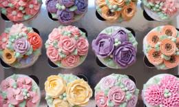 cupcake decorati con fiori crema, cupcake decorati fiori